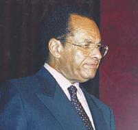 L'ancien Premier ministre Kengo dont l'image est détestable dans l'opinion publique avait promis de «revenir au Congo afin de remettre de l'ordre dans la marche de l'Etat.»