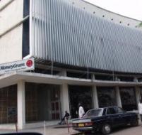 Le siège de la BK devenue NBK. Cette banque fut l'un des plus beaux modèles de réussite des années Mobutu encourageant l'investissement privé national. PHOTOS LE SOFT NUMÉRIQUE.