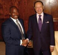 A g., le Président de la République Joseph Kabila Kabange. A dr., le président d